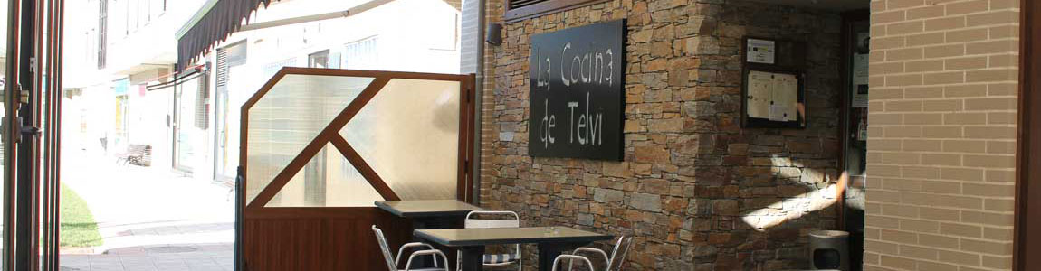 Fachada Principal con Terraza : Bar, Restaurante La Cocina de Telvi (Pravia)